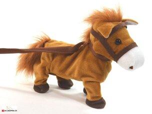 Häst som gnäggar och går själv.
